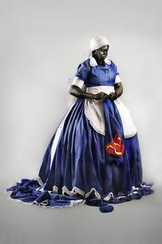 staat internationaal bekend om haar heldere installaties, sculpturen en fotografische werken waarin de rol van de Zuid-Afrikaanse zwarte vrouw in een postkoloniaal tijdsgewricht onder de loep wordt genomen. Ze trekt dit in haar werk verder door naar een onderzoek dat zich richt op de machtspositie en het zelfbeeld van vrouwen en naar de dialoog over het ideale vrouwbeeld zoals dat vandaag de dag wordt voorgespiegeld door de media en de massa. Sibande rommelt met de historie door in haar…