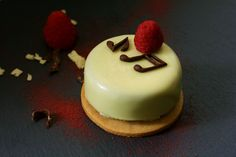 Mascarpone mousse with hazelnut, in crunchy glaze, on a homemade butter biscuit Delicious Recipes, Yummy Food, Homemade Butter, Mousse, Glaze, Biscuits, Desserts, Mascarpone, Enamel