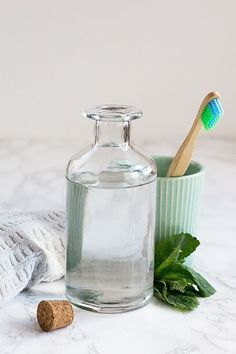 Make This Essential Oil Mouthwash & Say Hello to Minty Fresh Breath (Hello Glow) Homemade Beauty, Diy Beauty, Beauty Soap, Coconut Oil Pulling, Beauty Recipe, Dental Care, Herbalism, Essential Oils, Fresh