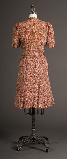 World War 2 Propaganda dress-boy do I love these 40s silhouettes