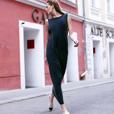 Effortlessly Chic is up on www.desjen.com! We would love to hear your thoughts! #hm #hmaustria #effortless #effortlessly #chic #glam #maxidress #dress #chanel #cocochanel #paris #espadrilles #wien #vienna #streetstyle #fashion #style #editorial #love #fashionblog #blog #fashionista #moda #mode #milan #darkblue #pose #model #walk #city #oldtown #street #lifestyle #nyc #london