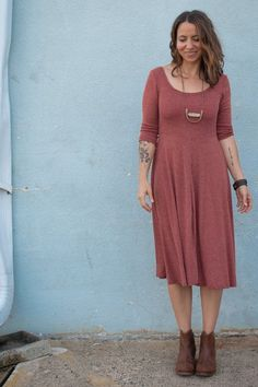Buy the Stasia Dress and Tee sewing pattern from Sew Liberated, it's a knit dress that feels like wearing secret pyjamas. Easy Sewing Projects, Sewing Projects For Beginners, Sewing Hacks, Sewing Tips, Sewing Ideas, Sewing Tutorials, Sewing Crafts, Dress Making Patterns, Textiles