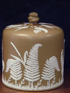 2529: VINTAGE WEDGWOOD CHEESE DOME : Lot 2529