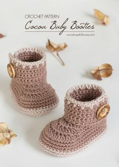 Cocoa Baby Ankle Booties - Free Crochet Pattern Crochet Baby Boots, Crochet Baby Clothes, Crochet Slippers, Cute Crochet, Crochet For Kids, Crochet Hats, Sewing Slippers, Baby Booties Free Pattern, Baby Shoes Pattern