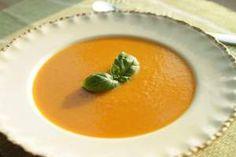 Carrot soup with ginger, garlic and orange juice. #gulrotsuppe #suppe #gulrot #ingefaer #kvitloek #appelsinjuice #appelsin