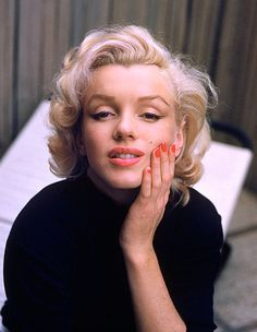 """I trust love. When loving a person, it's to believe it perfectly."" ―Marilyn Monroe マリリン・モンロー"