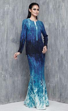 EMEL X SAZZY FALAK - BLUE SEA STAR - Exclusive Print Modern Baju Kurung (Print) A comfortable yet fashionable must-have for all ladies this Raya! This fitted modern kurung features an exclusively printed fabric inspired by the ocean, with matching slim fitting mermaid cut skirt.  #emelxCLPTS #emelxSazzyFalak #emelbymelindalooi #bajuraya #bajukurung #emel2016 #raya2016 #SazzyFalak #lookbook #print #breastfeedingfriendly #blue #moden #2016 #baju #kurung #baju #raya