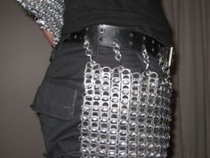 Knight Neversmiles of the Round Beerpong Table here went and made himself a coat of chain mail armor out of pull-tabs from beer cans. Although there may have been some pop-tops in there too, that wouldn't surprise me. Dr Costume, Plastic Bottle Tops, Chainmail Armor, Clear Casting Resin, Can Tabs, Soda Tabs, Glue Crafts, Chain Mail, Arts And Crafts Projects
