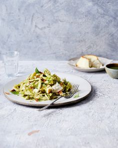 pasta pesto met ricotta Ricotta Pasta, Pesto Pasta, Delicious Magazine, Crack Chicken, Good Food, Yummy Food, Nom Nom, Veggies, Healthy Recipes