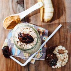 Almond milk, oats, flax seeds, cinnamon, chia seeds, medjool dates, banana and peanut butter smoothie
