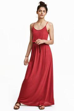 Maxi-jurk: Een lange, mouwloze jurk van tricot met spaghettibandjes en een elastische naad in de taille. Ongevoerd.