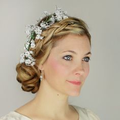 Pin for Later: 8 DIY Bridal Hair Ideas That Will Make You Ditch Your Stylist on the Big Day Plaited Updo With Fresh Flowers Diy Bridal Hair, Bridal Updo, Plaits Hairstyles, Retro Hairstyles, Wedding Hair Flowers, Flowers In Hair, Fresh Flowers, Plaited Updo, Pelo Retro