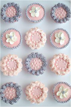Cupcakes ~ Pink und Grau ~ Es ist ein buntes Leben ~ - Baby shower for baby Ha. Cupcakes Bonitos, Cupcakes Lindos, Cupcakes Decorados, Cupcakes Design, Cake Designs, Frost Cupcakes, Gateau Baby Shower, Baby Shower Cupcakes, Cupcake Tower Wedding