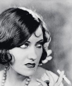 Beautiful 1920s bob with curls.   Gloria Swanson