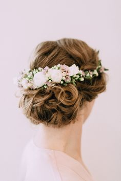 INNA Studio_flowers for hair / kwiaty we włosach / półwianek na ślub / wedding / fot. Bajkowe Śluby