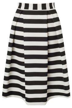@αgmymoonlight SNEAK PEEK OF ARIANA'S CLOTHING LINE! IM SO EXCITED! I personally love this!