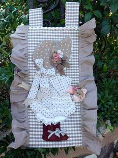 CUCITO CREATIVO E CARTA MODELLI Quilting Projects, Sewing Projects, Projects To Try, Shabby, Sunbonnet Sue, Holly Hobbie, Couture Sewing, Machine Quilting, Diy And Crafts