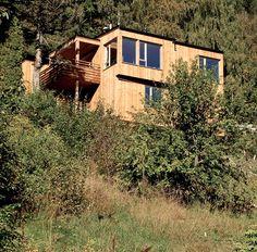 Einebustad  i  Kvernavegen Cabin, House Styles, Home Decor, Room Decor, Cottage, Home Interior Design, Cabins, Decoration Home, Wooden Houses