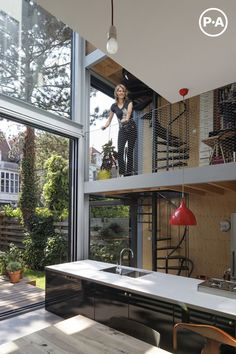 Renovated townhouse in The Hague by Personal Architecture with mezzanine floors, a triple-height kitchen and a spiral staircase. Loft Design, Design Case, House Design, Casas Containers, Interior Decorating, Interior Design, Cuisines Design, Interior Architecture, Installation Architecture
