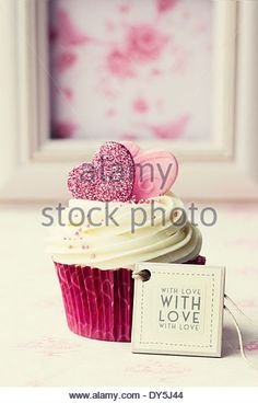 Cupcake gift with tag - Stock Image