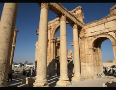 Tourists walk in the historical city of Palmyra Ancient Civilizations, Daily News, Brooklyn Bridge, Chill, Islam, Around The Worlds, Places, Travel, Character Design