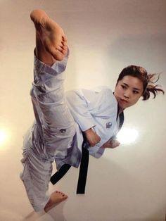 High side kick (옆 차기 Yeop Chagi)