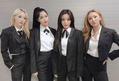 Solar, Moonbyul, Wheein e Hwasa / Mamamoo Kpop Girl Groups, Korean Girl Groups, Kpop Girls, K Pop, Divas, Mamamoo Kpop, Kpop Outfits, K Idols, South Korean Girls