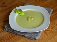 Celery cream of celery from hearth torturers Carrot Juice Benefits, Types Of Cabbage, Cream Of Celery, Soup Recipes, Healthy Recipes, National Dish, New Cooking, Cream Soup, Polish Recipes
