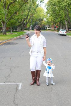 Get ready to geek out over these creative Star Wars costume ideas. From Luke Skywalker and Princess Leia to Yoda and Chewbacca, use the force (and these easy tutorials) to craft DIY Star Wars costumes for Halloween. Mother Daughter Halloween Costumes, Matching Halloween Costumes, Star Wars Halloween Costumes, Halloween Halloween, Leia Costume, Family Costumes, Adult Costumes, Star Wars Celebration, R2 D2