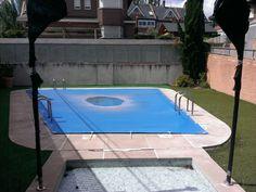 Que tu piscina dure muchos más años depende de consejos como estos: Los cobertores son el elemento fundamental para que tu piscina sobreviva como si nada de septiembre a mayo , te ayudará a ahorrar un buen puñado de euros ya que reduces el consumos de productos químicos y te evitarás vaciarla y llenarla al principio de la temporada. Existen gran variedad de cobertores en función ... http://piscimania.com/2014/09/24/los-cobertores-alargan-la-vida-de-tu-piscina-tipos-y-consejos/