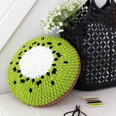 Crochet Kiwi Cushion Crochet pattern by crochetbyredagape Crochet Cushions, Crochet Pillow, Baby Blanket Crochet, Double Crochet, Single Crochet, Crochet Home, Free Crochet, Crochet Fruit, Paintbox Yarn