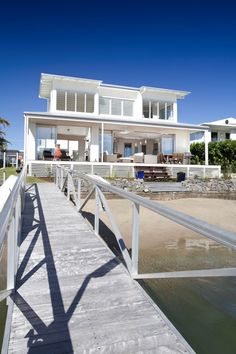 Coastal beachfront property is at a premium in this Queensland, Australia hotspot, but this house design on this densely populated sandy strip feels like a spacious retreat a million miles. Beachfront House, Beachfront Property, Style At Home, Malibu Beach House, Facade House, House Exteriors, Beach Bungalows, Coastal Homes, Coastal Living