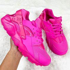 Pink Nike Shoes, Pink Running Shoes, Pink Nikes, Pink Shoes Outfit, Hot Pink Shoes, Nike Air Huarache Ultra, Huarache Run, Cute Sneakers, Pink Sneakers