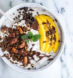 Smoothie Bowl: Coconut Banana Oats with Quinoa