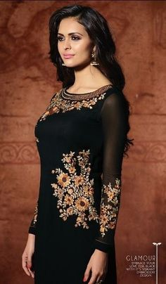 Pakistani Couture, Pakistani Dress Design, Pakistani Dresses, Indian Dresses, Indian Designer Suits, Designer Salwar Suits, Designer Dresses, Kurta Designs Women, Punjabi Suits