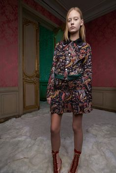 See the complete Giamba Pre-Fall 2017 collection.