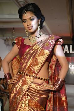 Amala Paul in Saree @ Palam Silks Fashion Show South Indian Bride, South Indian Actress, Indian Bridal, Fancy Sarees, Silk Sarees, Saris, Hot Actresses, Indian Actresses, Low Waist Saree