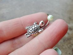 Silver Turtle Belly Button Ring Light Green Pearl Jewelry Omigosh! If/when i get my belly button done i need to get this!!!!