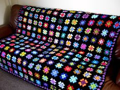 TheSunroom's Hollies Vintage Retro Granny Square Blanket This is the must have . TheSunroom's Hollies Vintage Retro Granny Square Blanket This is the must have 'Betty'' gr Granny Square Crochet Pattern, Crochet Squares, Crochet Blanket Patterns, Crochet Blocks, Afghan Patterns, Sunburst Granny Square, Granny Square Häkelanleitung, Granny Squares, Bag Crochet
