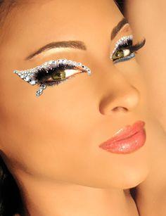 White/Silver Illusion Eyes. Sexy look. Sparkle like diamonds. Cat eyes. Make up. #undonestar
