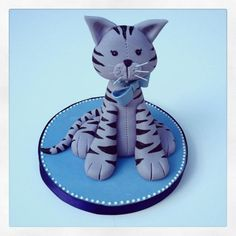 Kitty Cat Cake Topper by http://www.veryuniquecakes.com