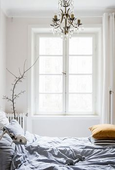 Small bedroom designs, scandinavian bedroom, cozy bedroom, bedroom decor, w Cozy Bedroom, Home Decor Bedroom, Modern Bedroom, Scandinavian Bedroom, White Bedroom, Bedroom Ideas, Home Interior, Interior And Exterior, Stil Inspiration