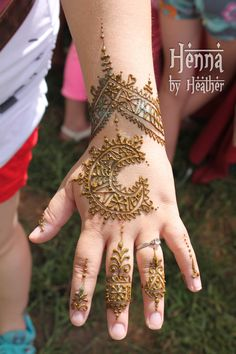 Check out more henna pictures at www.mehndiequalshenna.com Check out more desings at: http://www.mehndiequalshenna.com/