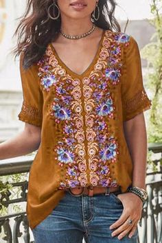 Floral Print V-neck Short Sleeve Casual T-shirt look chipper and natural. NewChic has a lot of women T-shirts online for your choice, believe you will find your cup of tea. Short Sleeve Blouse, Shirt Sleeves, Long Sleeve Tops, Plus Size Shorts, Casual T Shirts, Casual Jeans, Boho Tops, Trendy Tops, Types Of Sleeves