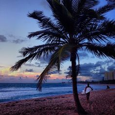 When you #MeetPuertoRico, trade your laptop for a surfboard and hit the waves after a meeting.