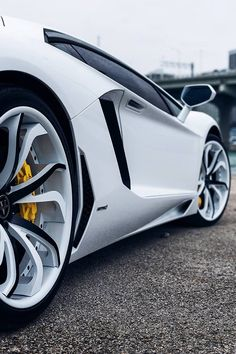 Lamborghini Aventador displays it's sleek styling along with the complimentary titanium mag wheels.