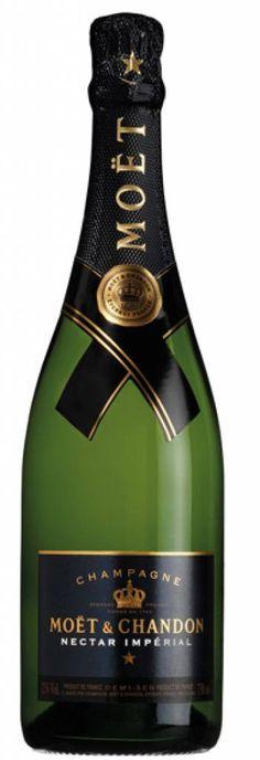 Moët & Chandon Nectar Imperial champagne in giftbox Demi Sec Champagne, Champagne Moet, Hey Bartender, Food Fantasy, Moet Chandon, In Vino Veritas, Sparkling Wine, Label Design, Vineyard