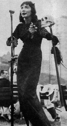 cryptofwrestling:  Horror Host(ess) Tarantula Ghoul makes a public appearance (1958)