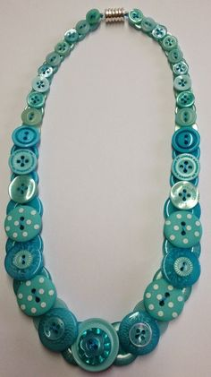 Knopfkette, Button Necklace - New Ideas Button Art, Button Crafts, Jewelery, Jewelry Necklaces, Bracelets, Button Jewellery, Jewelry Crafts, Handmade Jewelry, Handmade Gifts For Friends