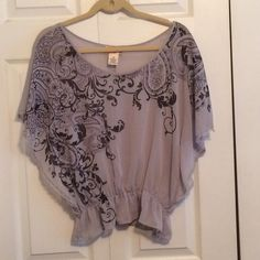 Flowy top! flowy top that is tight around the waist a few strings are pulled but besides that good condition Mudd Tops Blouses